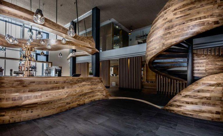 Wunderschöne Bar im Hotel Puradies